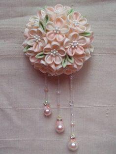 やわらか色☆白ピンクのロマンチック大輪ブーケ の画像|つまみ細工教室⭐︎ ひなぎく「花夢月比売」