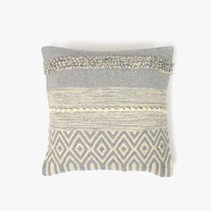 Capa de Almofada Juliet Natural e Azul 45 x 45 cm | referência 82877926 | A Loja do Gato Preto | #alojadogatopreto | #shoponline Juliet, Deco, Throw Pillows, Natural, Pillow Covers, Gray, Lime Green Cushions, White Throw Pillows, Cushion Covers