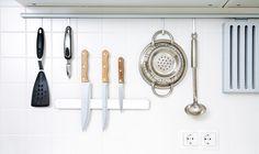 Não existe nada pior do que precisar de um acessório e não tê-lo disponível na hora de cozinhar, concorda? Para evitar que isso aconteça com você, listamos alguns itens que todo cozinheiro amador ou profissional deve ter em sua cozinha. Ficou curioso? Então continue lendo o nosso artigo e descubra que utensílios essenciais são esses. Vem com a gente! http://blog.casashow.com.br/8-itens-nao-podem-faltar-cozinha/#sthash.c76Rvl3x.dpuf