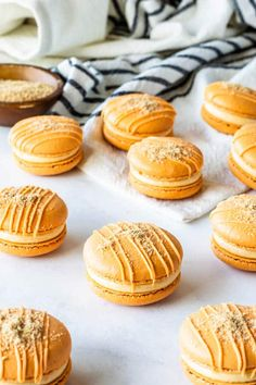 Pumpkin Cheesecake Macarons plus video: Pumpkin Cheesecake Macarons filled with pumpkin cheesecake filling, topped with graham crackers. The perfect fall macaron! Pumpkin Recipes, Cookie Recipes, Dessert Recipes, Breakfast Recipes, Biscuits, Pumpkin Pie Cheesecake, Cheesecake Recipes, Macaron Cookies, Oreo Macaron