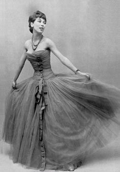 1954 Victoire in Dior gown of silk and tulle overlays.  Photo:  Pottier