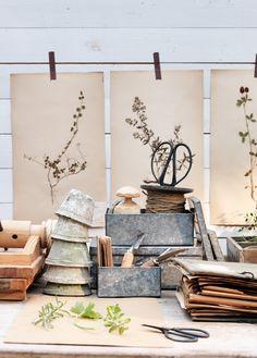 Latte & lauantaipulla - Kotivinkki Comfort And Joy, Dinning Table, Garden Accessories, Topiary, Garden Pots, Garden Ideas, Tea Lights, Ladder Decor, Shed
