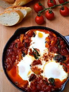 Low carbohydrate diet 498703358737735842 - Eggs poached in tomato sauce with spinach, onions and chorizo. Dairy Free, Grain/Gluten Free, Specific Carbohydrate Diet Legal, Paleo Source by nathalievillena Low Carb Recipes, Cooking Recipes, Healthy Recipes, Vegetarian Cooking, Healthy Food, Scd Recipes, Healthy Eating, Vegetarian Lunch, Bariatric Recipes