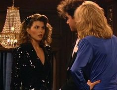 Full House Cast, Full House Tv Show, Fashion Games, 90s Fashion, Becky Full House, Full House Episodes, Aunt Becky, Black Top And Jeans, Dj Tanner