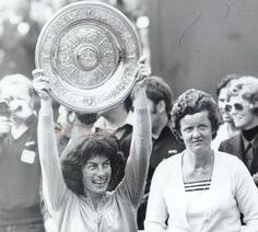 Virginia Wade winning the 1977 Wimbledon