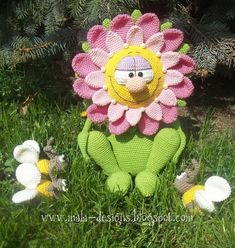 Häkelanleitung für eine Wunderblume für wunderliche und wunderschöne... Wundergeschenke.  Diese Häkelanleitung beeinhaltet die Beschreibung für Wunderblume, aber nicht für die Bienen!! Die Bienen...