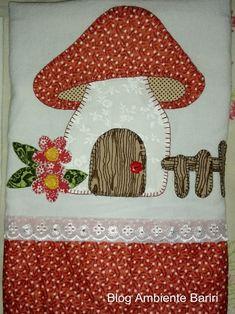 Hoje estou postando algumas fotos para mostrar os últimos artesanatos que eu fiz: guardanapos com aplique (ou patch aplique). Applique Templates, Applique Patterns, Applique Quilts, Applique Designs, Quilt Patterns, Embroidery Designs, House Quilt Block, House Quilts, Quilt Blocks