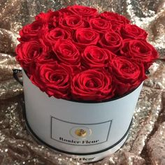 Beautiful Rose Flowers, Beautiful Flower Arrangements, Flower Box Gift, Flower Boxes, Paper Flower Decor, Flower Decorations, Fresh Flower Delivery, Million Roses, Ideas