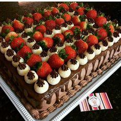 New cake chocolate fruit peanut butter 61 ideas Cake Cookies, Cupcake Cakes, Fresh Fruit Cake, Basic Cake, New Cake, Cake Decorating Tips, Drip Cakes, Savoury Cake, Creative Cakes