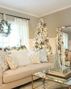Trendy and Cozy White Holiday Decorating Ideas # Christmas # Holidays # Christmas … - Christmas Deco Christmas Living Rooms, Livingroom Christmas Decor, Living Room Xmas Decor Ideas, Coffee Table Christmas Decor, Room Ideas, Interior Livingroom, Decor Room, My New Room, Xmas Decorations