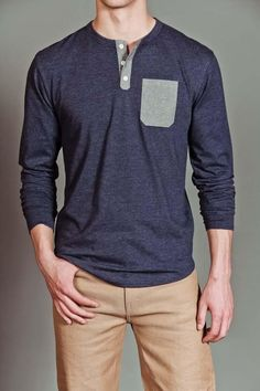 Street style tendance : Goodale Chambray Pocket Henley Shirt…simple, looks sooo comfortable, classic. Cute Simple Outfits, Cool Outfits, Casual Outfits, Men Casual, Fashion Outfits, T Shirts Canada, Style Masculin, Simple Shirts, Sharp Dressed Man