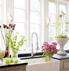 Dress up your kitchen area with your favorite flowers to create a light and airy feel!   Photo by: @betterhomesandgardens  #kitchen #flowers #design