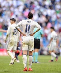 the football is magic Football Fever, Best Football Team, Real Madrid, Bale 11, Football Drills, Isco, Football Pictures, Gareth Bale, Athlete