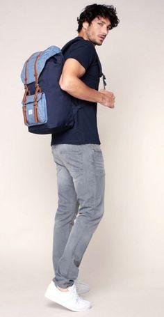Sac Herschel. Sac Herschel Homme. Sac bleu marine et bleu jeans. Sac Herschel Little America.