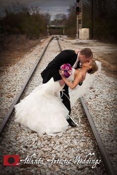Great bride and groom photos taken outside of Atlanta! - photography by www.atlantaartisticweddings.com