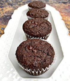 Keto Low-Carb Double Chocolate Chip Muffins (Gluten-Free) is a quick and easy almond flour recipe. This ketogenic dessert does not use coconut flour and is freezer-friendly. This recipe is kid-friendly and uses unsweetened cocoa and Choc Muffins, Double Chocolate Chip Muffins, Almond Flour Muffins, Almond Flour Recipes, Dessert Bars, Dessert Mousse, Keto Dessert Easy, Dessert Recipes, Chocolate Low Carb