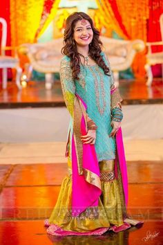 Pakistani Bridal Dresses 2017 2018 for Wedding Parties 20 Mehendi Outfits, Pakistani Wedding Outfits, Pakistani Dresses, Indian Dresses, Hijabi Wedding, Wedding Wear, Wedding Bells, Wedding Ring, Bridal Dresses 2018