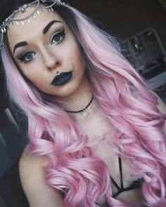 Stunning babe @so.jaded in this pink wavy omre hair :) how do you like it girls? Wig sku: SN7-RT6/3100B #evahair #evahairofficial #syntheticwig #lacefrontwig #pink