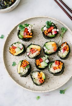 "data-pin-description=""Raw vegan sushi rolls are gluten free, grain free, and so easy to make. Perfect for a light lunch or dinner! Vegetarian Sushi Rolls, Healthy Vegan Snacks, Vegan Foods, Vegan Dishes, Healthy Sushi Rolls, Raw Vegan Dinners, Raw Vegan Recipes, Vegetarian Recipes, Raw Sushi"