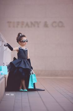 Breakfast at Tiffanys inspired photography session for little girl in San Diego CA Audrey Hepburn inspired birthday photo Kids Fashion Photography, Children Photography, Little Girl Photography, Color Azul Tiffany, Tiffany Blue, Anna Lu, Halloween Kostüm, Halloween Costumes, Breakfast At Tiffany's Costume