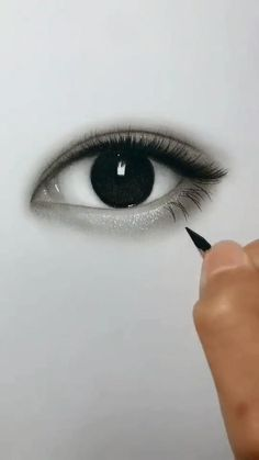 Discover the secrets of drawing realistic pencil portraits. 3d Art Drawing, Art Drawings Sketches Simple, Girl Drawing Sketches, Realistic Pencil Drawings, Drawing Eyes, Pencil Art Drawings, Drawing Of An Eye, Realistic Eye Sketch, Pencil Sketch Art