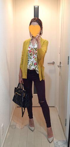 Yellow cardigan: COS, Floral shirt: ZARA, Burgundy skinny: TOPSHOP, Bag: PRADA, Pumps: CHEMBUR