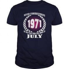 Cool 07 July 1971 Shirts Year never underestimate an old men Shirts Birthday Tshirts Guys tees ladies tees Hoodie youth Sweat Vneck Shirt for Men and Family T shirts