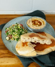 Khoubiz mit Hummus und Taboulé Biryani, Naan, All You Need Is, Camembert Cheese, Tacos, Mexican, Ethnic Recipes, Food, Planting Potatoes