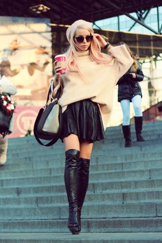 A love for boots and high steep heels Leather Fashion, Fashion Boots, Skirt Fashion, Knee High Boots, Over The Knee Boots, Gone Girl, Second Skin, All Black, Leather Boots