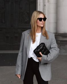 Perfect Replacement For Traditional Black Blazer Minimal Outfit, Minimal Fashion, Work Fashion, Minimal Style, Curvy Fashion, Fall Fashion, Fashion Beauty, Fashion Tips, Fashion Trends