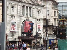London , the billy elliot musical, incredible ! Billy Elliot Musical, William Shakespeare, Places Ive Been, Cool Pictures, Times Square, Musicals, Broadway, Stage, Bucket