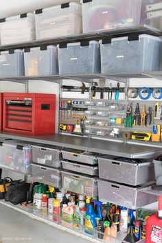 Love the smooth, heavy duty Elfa utility work surface integrated into this organized garage system! Liebe den glatten, heavy-duty-Elfa utility Arbeitsfläche integriert in diese organisierte garage system! Garage Storage Solutions, Diy Garage Storage, Basement Storage, Storage Ideas, Bike Storage, Door Storage, Garage Shed, Garage House, Small Garage
