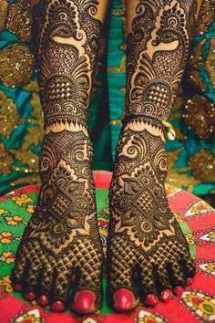 Wedding Henna Designs, Peacock Mehndi Designs, Mehndi Designs Feet, Latest Bridal Mehndi Designs, Indian Mehndi Designs, Legs Mehndi Design, Mehndi Design Images, Beautiful Mehndi Design, Finger Mehendi Designs