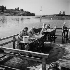 Matonpesulaituri Uunisaarensalmessa Kaivopuiston rannassa.... History Of Finland, Back In Time, Photo Archive, Helsinki, Good Times, Retro Vintage, Nostalgia, The Past, Black And White