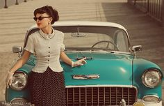 Love the outfit & car!