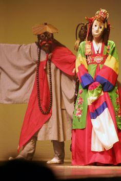 Korean Mask | File:Korean.Dance-Mask-Bride-Monk-01.jpg - Wikipedia, the free ...
