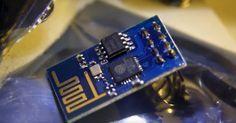 Der ESP8266 ist der Überflieger in der Bastler-, IoT- und DIY-Szene. Der Chip ist winzig, kostet keine fünf Euro und verfügt im Gegensatz zu vielen Konkurrenten über WLAN. Dank einer großen Szene und neuer Software gibt es dutzende Einsatzmöglichkeiten.