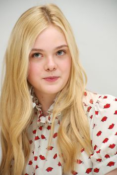 Celebrities - Elle Fanning Photos collection You can visit our site to see other photos. Fanning Sisters, Dakota And Elle Fanning, Warm Blonde, Shes Perfect, Wedding Preparation, Beauty Full, Hollywood Stars, Cute Girls, Pretty Girls