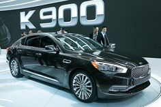 In 2013 Los Angeles Auto Show KIA Motors America unveiled the new model Kia K900 amidst the huge crowd of media representatives from across the globe,this rear drive sedan was the heart of the show. The outstanding design, broad list of customary equipments, superior space will give a different meaning for the new 2015 Kia K900, this luxury sedan with full size rear drive has challenged other competitors and has raised a bar for Kia brand.