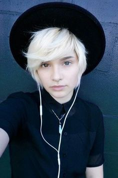 """{Fc:criedwolves} """"Hiya guys, I'm Oliver. I'm eighteen, gay, and single. I'm also a complete bottom. Anyways...I love to cosplay and do makeup and hair. I'm a stereotypical gay, I know. But, I don't care what people think about me. Because, I love myself for who I am. So...I need a partner, obviously. But, I want friends more than anything. Introduce? Don't be nervous, I don't bite."""""""