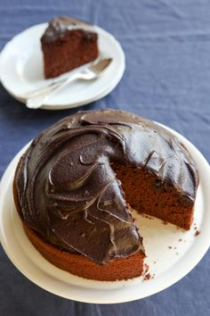 Readers' choice chocolate recipes: Caroline Veliks fast and easy chocolate cake. Photo by Marina Oliphant. Chocolate Dishes, Chocolate Cake Recipe Easy, Best Chocolate, Chocolate Recipes, Chocolate Cakes, Sweet Recipes, Cake Recipes, Dessert Recipes, Baking For Beginners