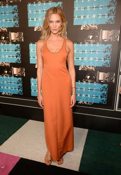 MTV Video Music Awards | August 30,, 2015 Karlie Kloss supported her friend Taylor Swift, wearing a orange Louis Vuitton Resort 2016 gown with gold studded details, paired with gold sandals. I really...