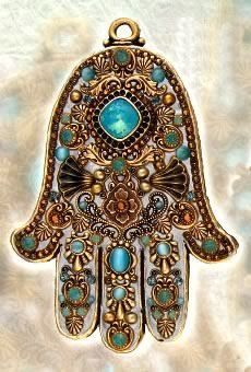 ✋HAMSA / ‎‫خمسة‬‎‎ / ‫חַמְסָה‬‎‎ / AMULET / KHAMSAH / HAND OF FATIMA : More At FOSTERGINGER @ Pinterest✋