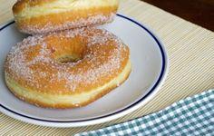 Le ciambelle soffici al forno sono una vera e propria delizia per adulti e bambini. Hanno un sapore leggero e sono meno caloriche di quelle fritte.
