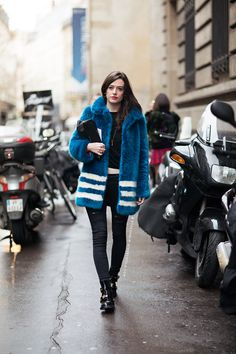What a coat. Luv it. Street style. Hipster.
