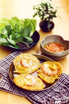 Bánh tôm nóng hổi thơm giòn cho ngày trở lạnh - http://congthucmonngon.com/42888/banh-tom-nong-hoi-thom-gion-cho-ngay-tro-lanh.html