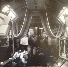 B-17G waist gunners