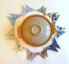 Lot de papillons bleus en origami, créés par Estampapier. Vendu 10€
