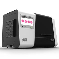 Der so genannten All-In-One 3D-Drucker von AIO Rrobotics trägt den Namen, weil er unterschiedliche Geräte in einem kombiniert – sowohl einen 3D-Drucker wie auch 3D Scanner.