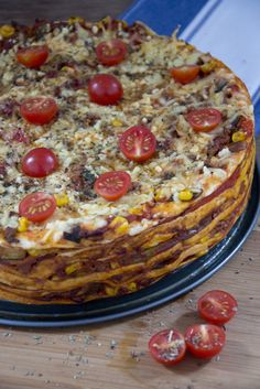 Een heerlijke Mexicaanse wraptaart. Geen normale, saaie, wraps Maar een spectaculaire wraptaart! Quiches, Mexican Food Recipes, Healthy Recipes, Good Food, Yummy Food, Healthy Comfort Food, Taco, Survival Food, No Cook Meals